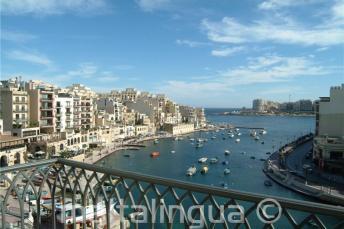 Het uitzicht op Spinola Bay vormen het Hotel Juliani