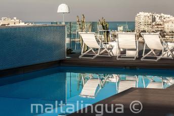 Zwembad op het dak met bar, Malta