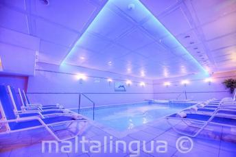 Spa met zwembad in het Alexandra Hotel, St. Julians