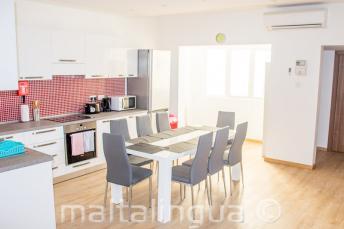 School appartement keuken eetkamer