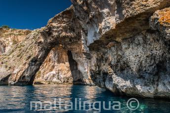 Een zee boog bij Blue Grotto, Malta