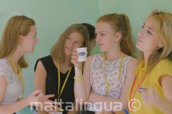 Leerkracht, groepsleider en studenten