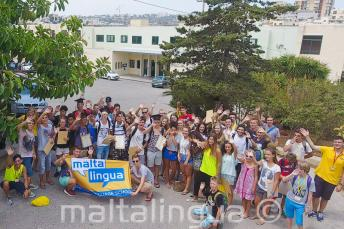 Groep studenten voor de zomercampus