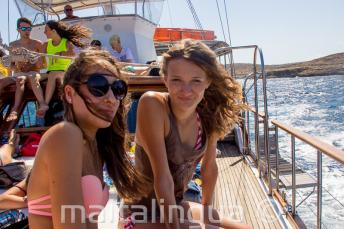 Studenten op een boottocht