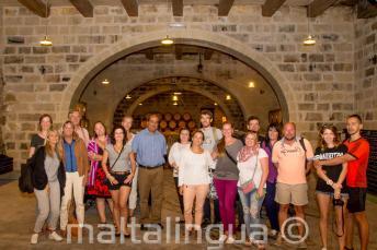 Kennis van het Engels begeleide wijnmakerij tour met proeverij