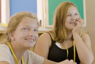 Studenten luisteren aandachtig