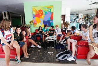 Studenten in de lobby van de residentie