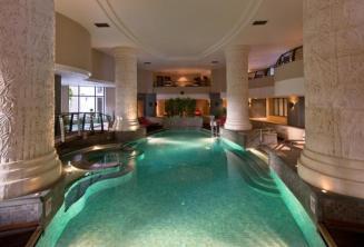 Binnenzwembad en spa van het Meridien hotel St Julians Malta