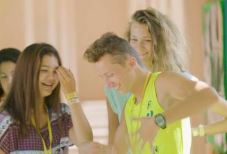 Studenten hebben plezier tijdens de pauze