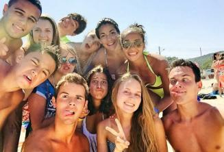 Studenten op het strand